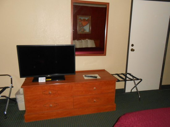 Quality Inn Winslow: Flat Screen TV