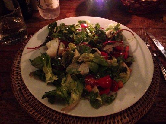 Olea Mozarella Bar: Salada bem servida e saborosa