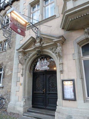 Al Duomo: Eingang vom Domplatz aus