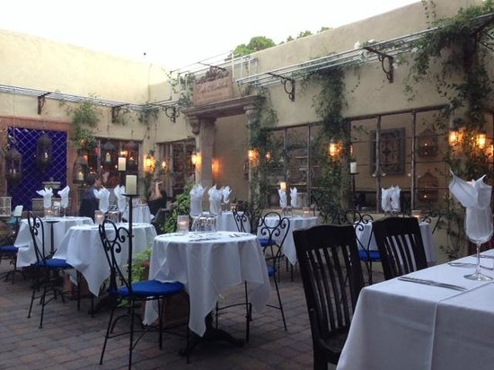 Cafe Monarch: Outdoor patio at 6pm