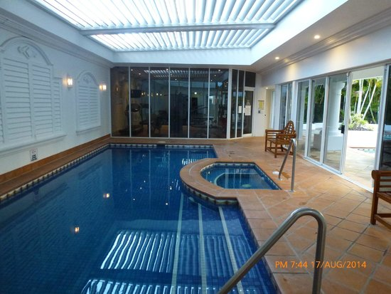 Marrakesh Resort Apartments: Indoor pool and gym at abck