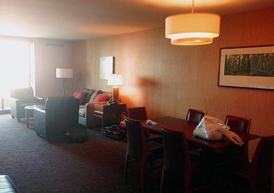 Sheraton Vancouver Airport Hotel: Living room