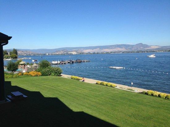 Casa Loma Lakeshore Resort: Grounds and Beach
