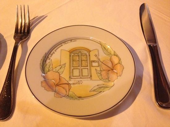 L'Auberge Gourmande : Lovely custom dishes!