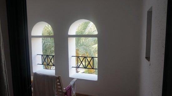 Creta Maris Beach Resort: In some rooms do not have terrace! are only pretending balcony window.