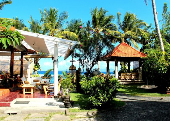 Anom Beach Inn Bungalows : Ресторан и беседка для отдыха