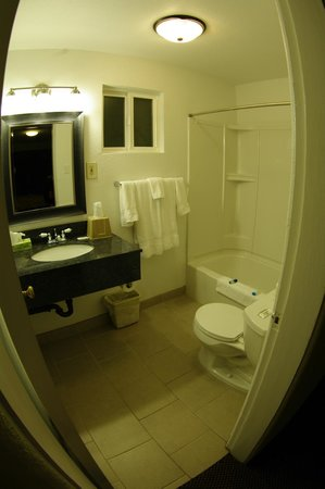 Columbia Inn: Bathroom