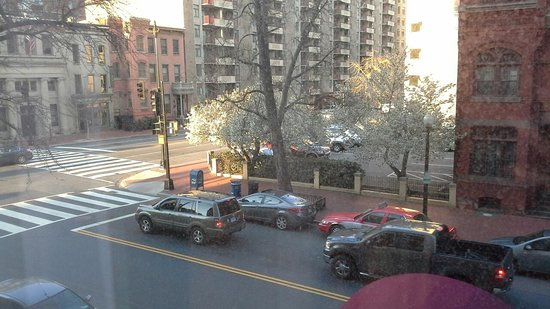 Fairfield Inn & Suites by Marriott Washington, DC/Downtown: View of street from room