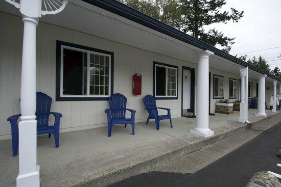 Ocean Breeze Motel : Room entrances