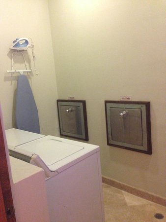 Villa La Estancia: Laundry room