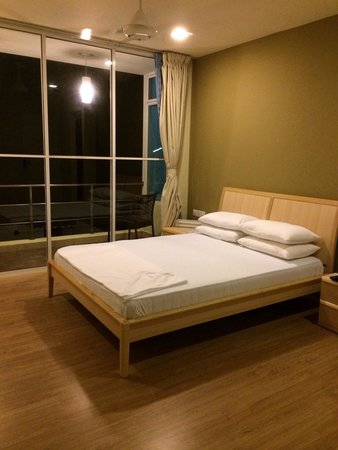 Askani Villa: Simple and Beautiful Room ^^  I love the big window