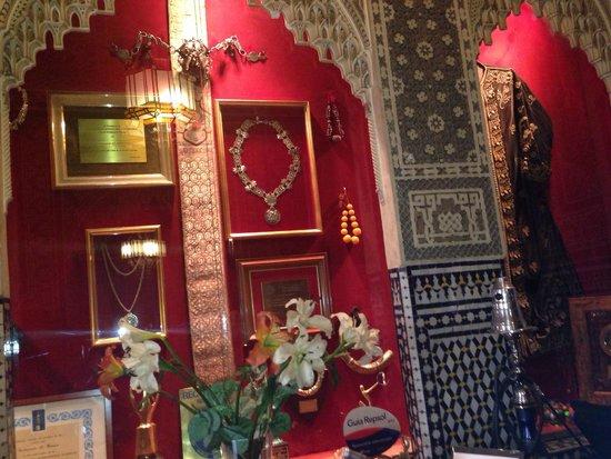 Al-Mounia: Inside