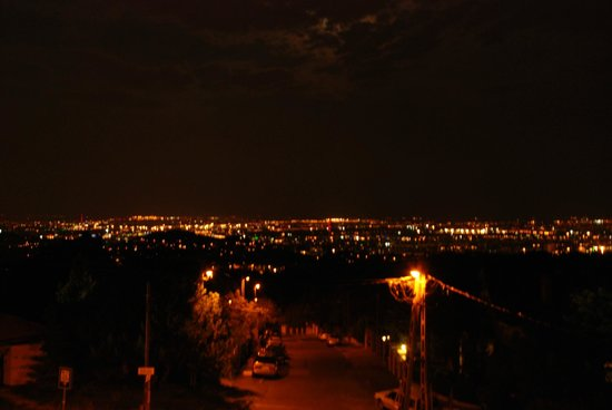 Hotel Molnar Budapest: Night view from a second floor balcony of Molnar Hotel