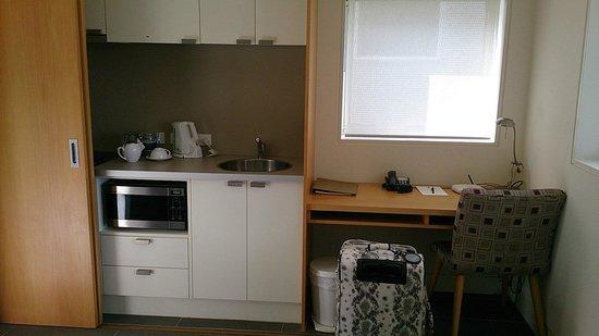 Golden Door Health Retreat & Spa Elysia: Kitchen and desk area