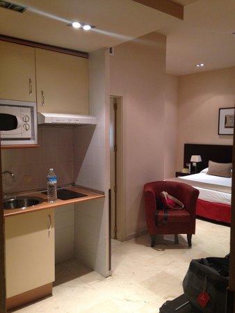 Hotel Exe Suites 33 : Le coin cuisine
