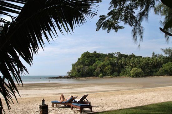 Twin Bay Resort: The beach