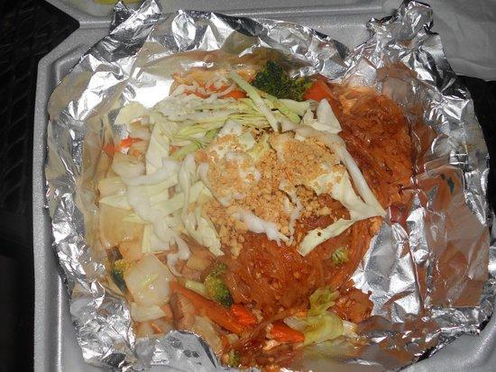 Sala Dang Thai Kitchen: chicken padtai