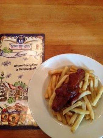 Hofbrau Beer Garden: Curry Bratwurst