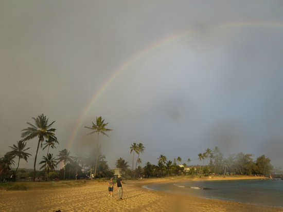 Poipu Beach Park: Rainbow!