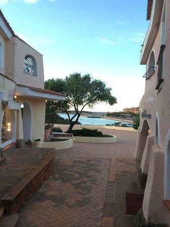 Hotel Capriccioli : Il centro di Porto Cervo a 3/4 Km da raggiungere in auto.