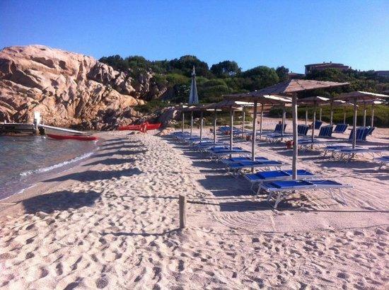 Hotel Capriccioli : Spiaggia del Pirata sotto l'Hotel