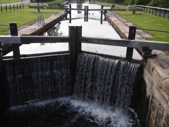 Premier Inn Falkirk North Hotel: The Lock system of Falkirk