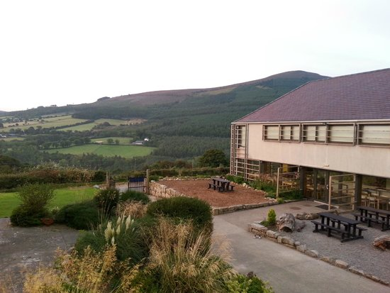 Knockree Youth Hostel: View from our room onto the dining room