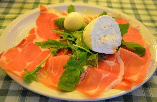 Zelluso: Prosciutto con mozzarella Ветчина с моцареллой и рукколой
