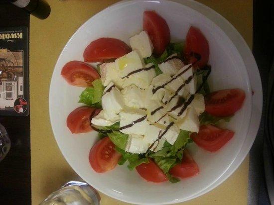 OROROSSO: una semplice insalatona , le tagliatelle al tartufo (ottime) non le ho fotografate