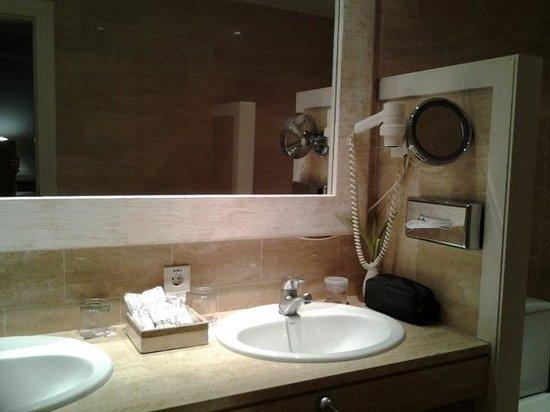 Hotel Huerto Del Cura: bathroom