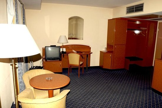 Shodlik Palace: bedroom