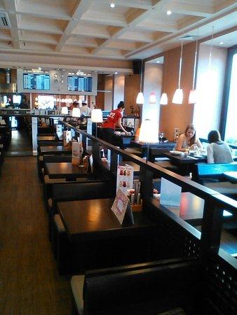 Dve Palochki: Внутри ресторана.