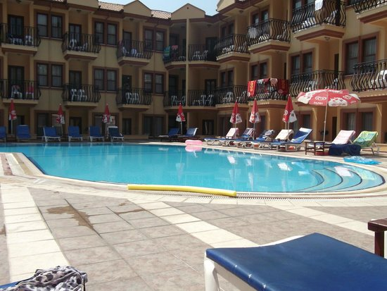 Belcehan Beach Hotel: pool views