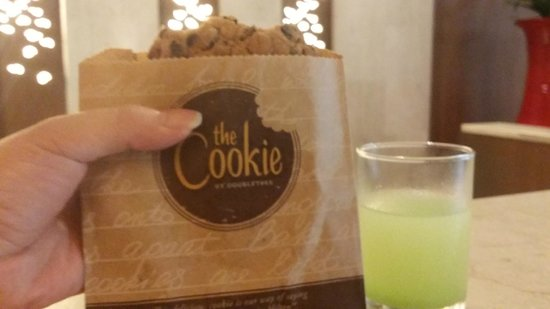 Novotel Phuket Surin Beach Resort. : Welcome cookie & drink