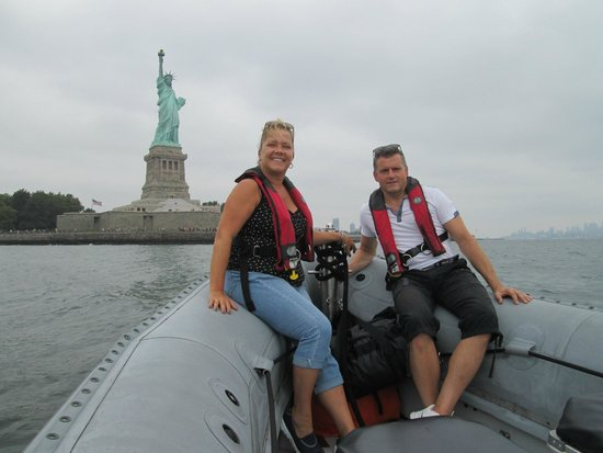 New York Media Boat / Adventure Sightseeing Tours: Up close to the Lady!