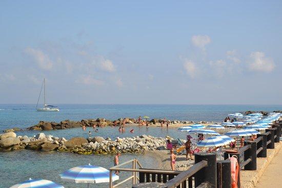 Villaggio Torre Ruffa Robinson: Spiaggia