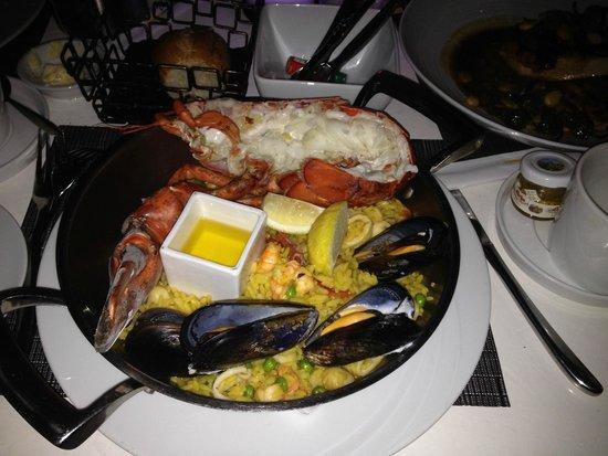 Sally's Fish House & Bar: Paella