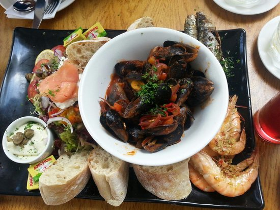Soprano's: The seafood platter :)