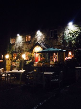The White Bear Country Inn: The hotel at night