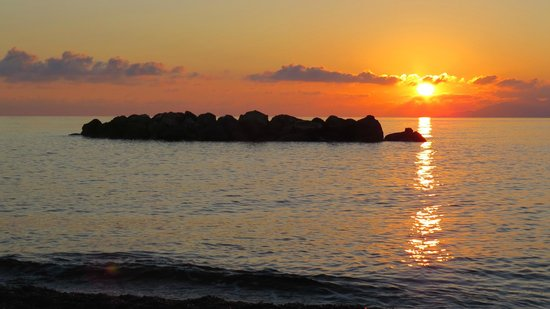 Santorini Kastelli Resort: Kamari sunrise