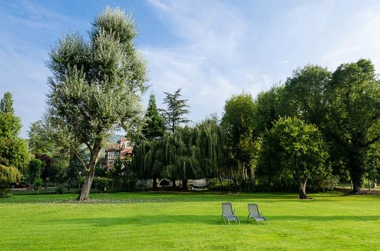 Moulin des Chennevieres: The tranquil grounds