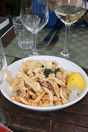 La Route du Sel: Calamari in Streifen, zart und fein - Fingerfood für Genießer!