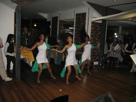 Central Hotel Tana: Dance Troupe entertain during meal
