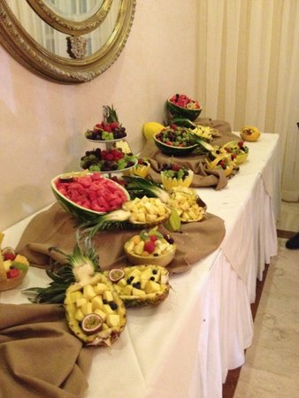 Southport Villa and Gardens : Such a beautiful Fruit Table