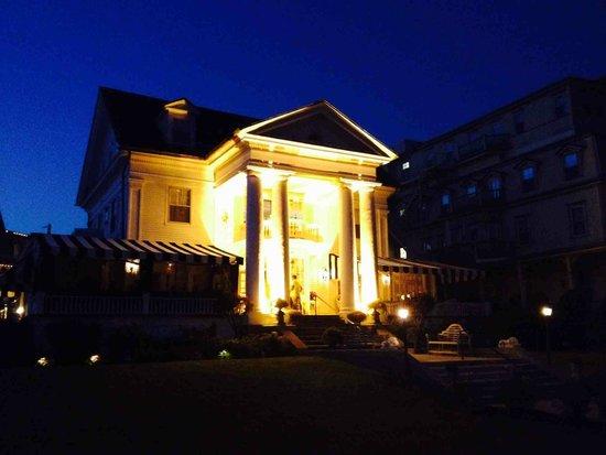 Peter Shields Inn & Restaurant: PSI in evening