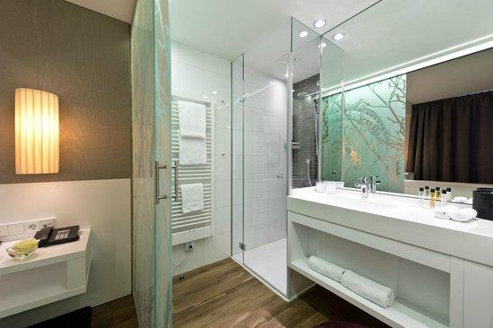 i31 Hotel: Comfort White Badezimmer