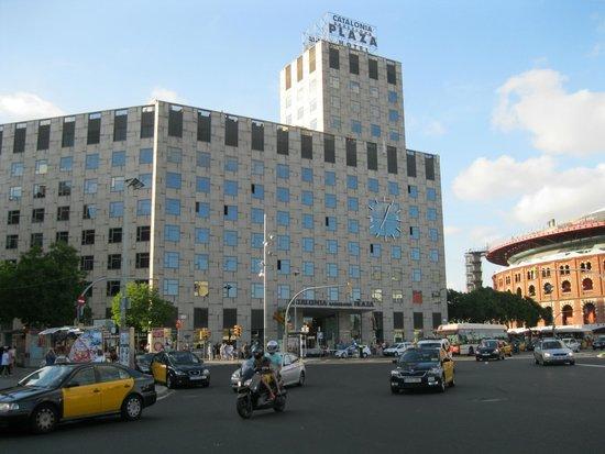 Edificio del hotel picture of catalonia barcelona plaza for Hotel catalonia barcelona