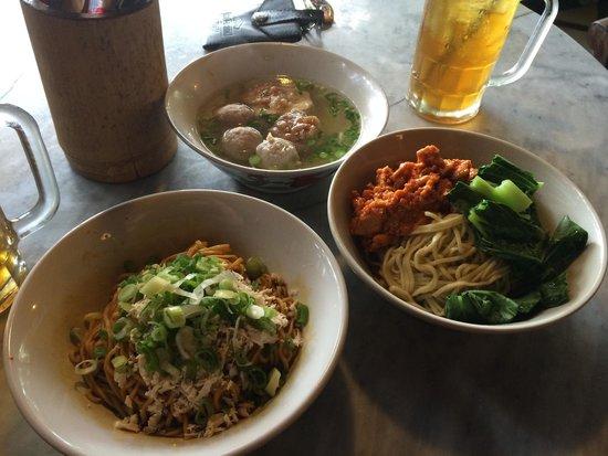 Warung Lela: Yamin manis dan mie ayam rica-rica