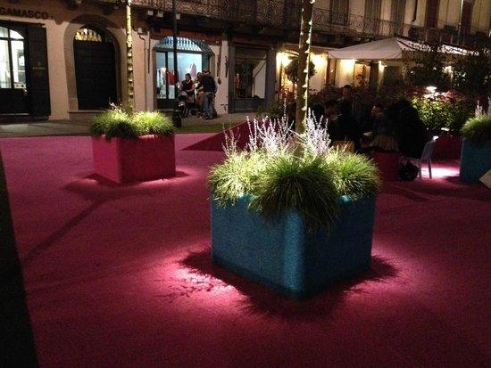 Trattoria Sant Ambroeus: Design of the square - colors