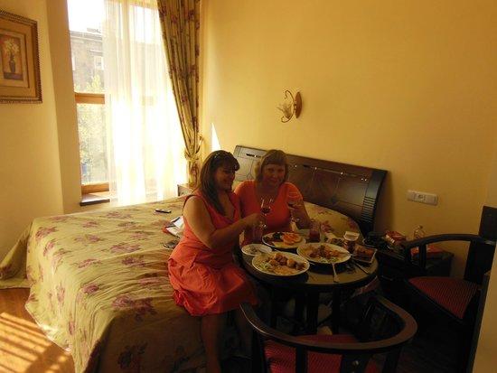 Deluxe Hotel Yerevan: Спасибо ресторану за закуску:)